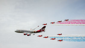 BIGGIN-KULLE, KENT/UK - JUNI 28: Virgin Atlantic Boeing 747-400 Royaltyfri Bild