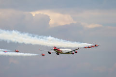 BIGGIN-KULLE, KENT/UK - JUNI 28: Virgin Atlantic Boeing 747-400 Arkivbild