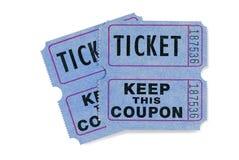 Biglietti blu di tombola con il buono allegato, fondo bianco immagini stock