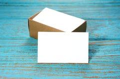 Biglietti da visita in bianco con la scatola di carta Fotografia Stock Libera da Diritti