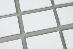 Biglietti da visita in bianco su fondo grigio Fotografia Stock Libera da Diritti
