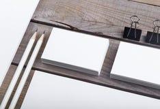 Biglietti da visita isolati su vecchio fondo di legno Fotografia Stock Libera da Diritti