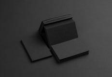 Biglietti da visita neri su fondo nero Fotografia Stock