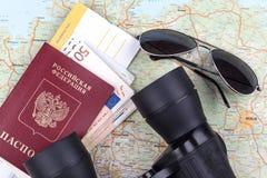 Biglietti di linea aerea e passaporto di viaggio Immagine Stock Libera da Diritti