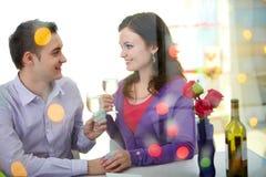 Biglietti di S. Valentino in ristorante Fotografia Stock