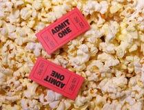 Biglietti e popcorn fotografia stock