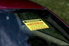 Biglietto d'avvertimento di parcheggio sul parabrezza Immagine Stock