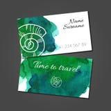Biglietto da visita con la conchiglia sulla macchia dell'acquerello illustrazione di stock