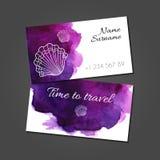 Biglietto da visita con le conchiglie sulla macchia dell'acquerello illustrazione di stock