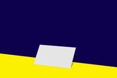 Biglietto da visita del modello Carta del Libro Bianco sul fondo di colore Fotografie Stock