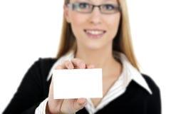 Biglietto da visita della holding della ragazza Immagini Stock