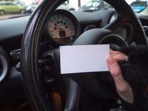 Biglietto da visita ed automobile Concetto di servizio dell'automobile fotografia stock