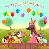Biglietto di auguri per il compleanno felice con gli animali da allevamento svegli nella campagna illustrazione di stock