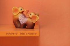 Biglietto di auguri per il compleanno felice con gli elefanti Fotografie Stock Libere da Diritti