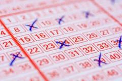 Biglietto di lotteria con gli incroci sul posto immagini stock