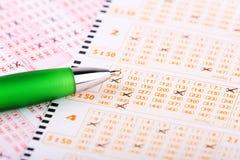 Biglietto di lotteria con una penna immagine stock libera da diritti