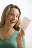 Biglietto di lotteria della holding della donna Fotografie Stock
