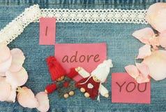 Biglietto di S. Valentino, cartolina d'auguri con tricottare le coppie nell'amore e nella p morbida Immagini Stock Libere da Diritti