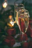 Biglietto di S. Valentino: Celebrazione del San Valentino con Champagne Immagine Stock Libera da Diritti