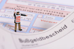 Biglietto di traffico dalla polizia tedesca Fotografie Stock Libere da Diritti