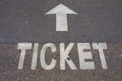 Biglietto e freccia immagini stock