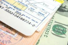 Biglietto e passaporto di aeroplano fotografia stock