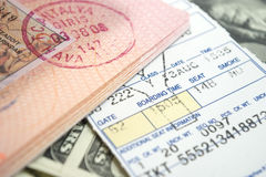 Biglietto e passaporto di aeroplano Fotografie Stock