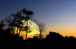 Bigmoon-Schattenbildhintergrund Nam Nao District, Phetchabun-Provinz in Nord-Thailand Stockfoto