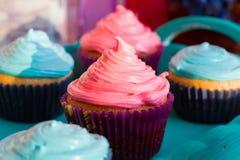 Bigné con crema colorata Fotografia Stock Libera da Diritti