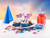 Bigné con le bandiere americane sulla festa dell'indipendenza Immagine Stock
