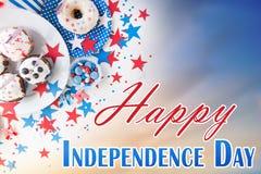 Bigné con le bandiere americane sulla festa dell'indipendenza Fotografie Stock Libere da Diritti