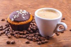 Bigné con una tazza di caffè Immagine Stock