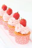 Bigné delizioso della vaniglia con la fragola Fotografia Stock Libera da Diritti