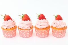 Bigné delizioso della vaniglia con la fragola Immagine Stock Libera da Diritti