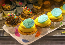 Bigné della vaniglia e del cioccolato zuccherato Fotografia Stock