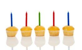 Bigné di compleanno in una fila Immagini Stock