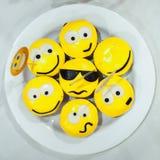 Bigné gialli con i sorrisi Fotografia Stock Libera da Diritti