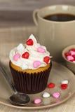Bigné di giorno di biglietti di S. Valentino del cioccolato Fotografia Stock Libera da Diritti