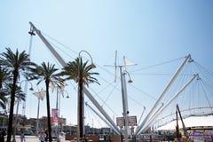 Bigo é uma grande oportunidade de obter uma opinião do pássaro-olho do porto velho ao aprender sobre a história de Genoa's Fotografia de Stock Royalty Free