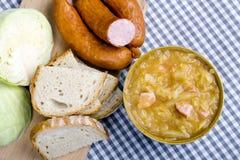 Bigos, chucrute polonês e guisado da salsicha com ingredientes Fotografia de Stock Royalty Free