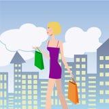 bigtime da rapariga Menina com sacos de compras que anda abaixo da rua Foto de Stock