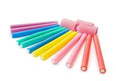 Bigudíes de pelo en colores del arco iris Imágenes de archivo libres de regalías