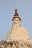 5 Bigwhite Buddhas на виске phasornkaew Wat, взгляде a Beauti стоковая фотография rf