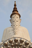 5 Bigwhite Buddhas на виске phasornkaew Wat, взгляде a Beauti стоковое изображение rf