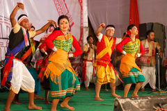 Bihu folkdance av Assam Arkivbilder