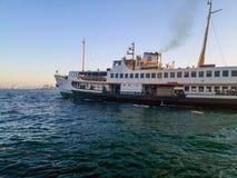 Biig statek wycieczkowy na Bosphorus Istanbuł obraz royalty free
