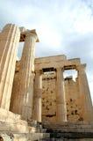 Bij de Akropolis in Athene Stock Afbeeldingen