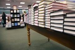 Bij de boekhandel Stock Foto