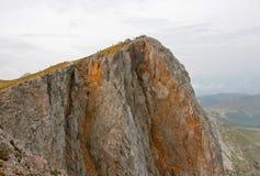 Bij de bovenkant van de berg stock foto