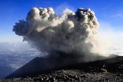 Bij de bovenkant van de vulkaan Semeru Stock Foto's